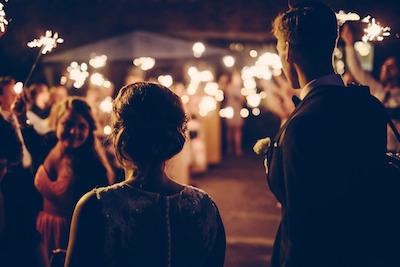 結婚式のおよばれにかかるお金はいくらなの?