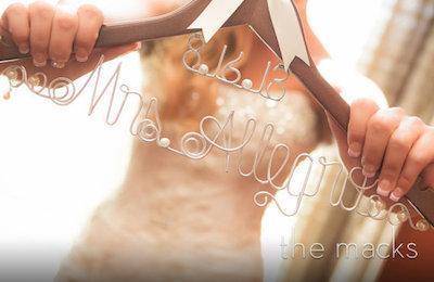 二次会幹事必見!結婚式二次会を賑やかにするお手軽ブライダルハンガーのススメ
