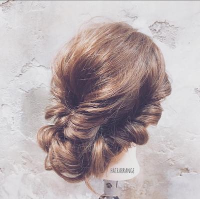 結婚式のお呼ばれ髪型。自分で出来る、流行りのゆるふわヘアアレンジ【7選】
