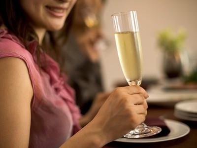 婚活パーティーの服装はラグジュアリードレスで周りに差をつけろ!